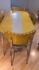 vintage retro cracked ice dinette