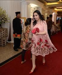 wedding dress nagita slavina trend kebaya artis di khitanan anak eko patrio gebeet