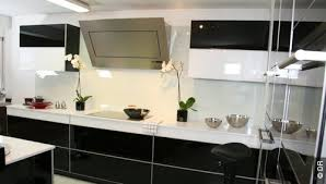 cuisine noir et colorée cuisine