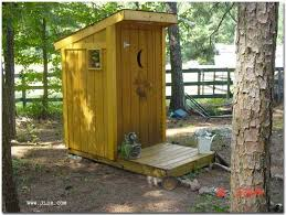 Outhouse Bathroom Ideas by Best 25 Outhouse Decor Ideas On Pinterest Outhouse Bathroom