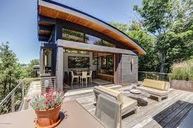 spectacular modern architectural masterpiece on lake michigan