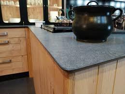 cuisine bois acier atelier culinaire cuisine chêne massif clair vaisselier vitré