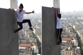 Rally Round The Flag Effect Daredevil Falls To His Death From 62 Story Building New York Post