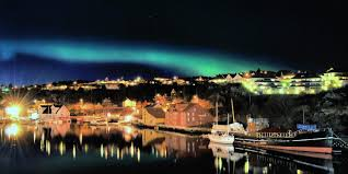 when are the northern lights in norway top 5 places to see the northern lights in norway hurtigruten