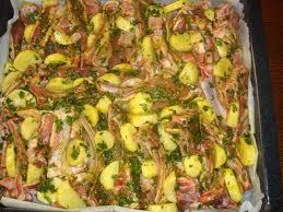 la cuisine au four côtelettes rôties au four avec des pommes de terre la cuisine de