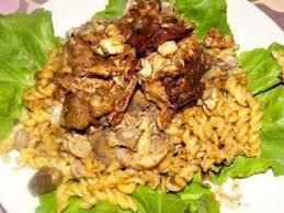 cuisiner le lapin en sauce lapin à la sauce aux cepes et bolets recette ptitchef