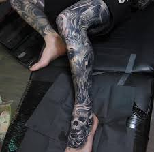 black and grey horror skull on leg
