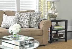 salon gris taupe et blanc déco salon gris et taupe pour un intérieur raffiné ideeco