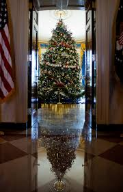 obama unveils white house 2012 decorations