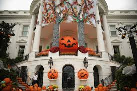 How To Decorate A House For Halloween by Here U0027s How Much The Average American Spent On Halloween This Year