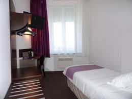 chambre image chambres rénovées à cherbourg dans l hôtel ambassadeur
