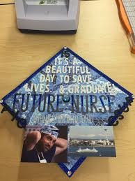 Ideas On How To Decorate Your Graduation Cap Grey U0027s Anatomy Themed Graduation Cap Graduation Caps Pinterest