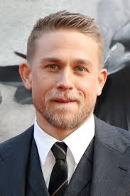 how to get thecharlie hunnam haircut charlie hunnam steps out in pajamas to retrieve trash bin photo
