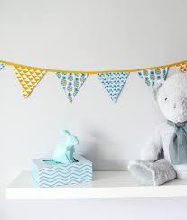 d co chambre b b turquoise guirlande origami chambre bebe avec guirlande de fanions pour d co