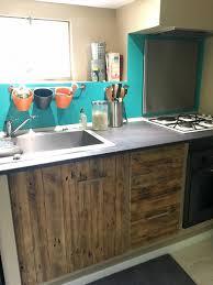 cuisine en palette bois relooking d une cuisine en bois de palette