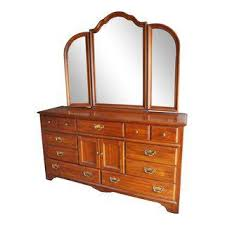 thomasville furniture bedroom gently used thomasville furniture up to 40 off at chairish
