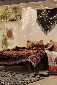 Best Way To Hang Christmas Lights by Best 25 String Lights Bedroom Ideas On Pinterest Teen Bedroom