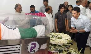 sachin tendulkar bows down to apj abdul kalam u0027s mortal remains