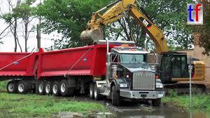 kenworth usa kenworth tipper trailer truck in action detroit usa 08 15 2016