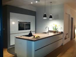 plan de travail cuisine blanc laqué cuisine blanc laque plan travail bois maison design bahbe com
