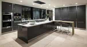 cuisine contemporaine grise 99 idées de cuisine moderne où le bois est à la mode spot led