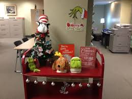 grinchmas display grinch puppets dr seuss tree with ornaments