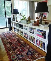 étagère derrière canapé 34 façons astucieuses d organiser toute sa vie grâce à ikéa