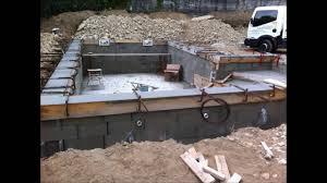 petite piscine enterree comment faire une piscine béton armé traditionnelle maçonnerie