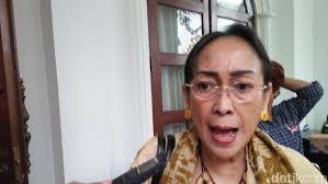 Puisi Sukmawati Azan Dengan Kidung Ibu Indonesia Puisi Sukmawati Disoal
