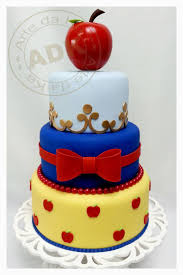 Cool Halloween Birthday Cakes by 25 Best Snow White Cake Ideas On Pinterest Snow White Cupcakes