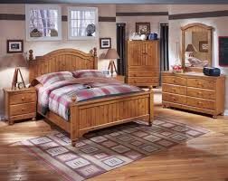 Natural Pine Bedroom Furniture by Bedrooms Pine Bedroom Furniture For That Classic Country Look