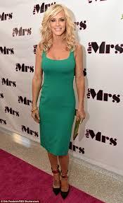 jenny mccarthy legs it down red carpet in figure hugging green