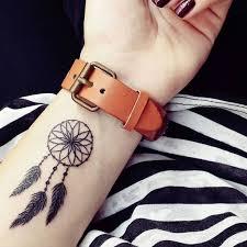 die besten 25 wrist tattoos for ladies ideen auf pinterest