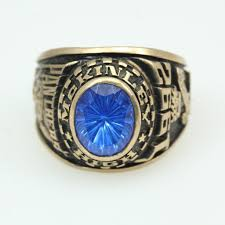 highschool class ring 10kt gold 15 2g mckinley high school class ring with blue