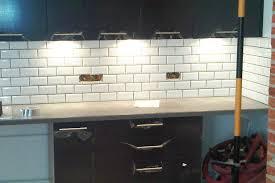 carrelage cuisine blanc cuisine finition carreaux métro blanc segarra carrelage