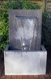 springbrunnen garten aus zinkblech zink art wall slink ideen