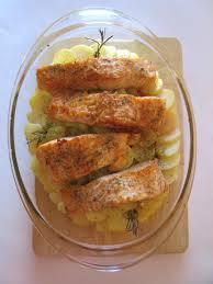 cuisiner pavé de saumon au four pavés de saumon sur lit de pommes de terre et tomates diet