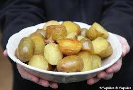 cuisiner les pommes de terre de noirmoutier pommes de terre nouvelles rôties au gros sel au romarin et à l ail