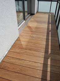holzbelag balkon balkon bodenbelag holz kunststoff wpc terrassendielen bodenbelag