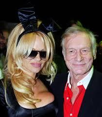 Schlafzimmerblick Frau Der Ewige Playboy Hugh Hefner Wird 90 Nordbayerischer Kurier