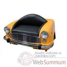 canapé voiture calandre canape jaune antic line dans voiture ancienne sur jouets