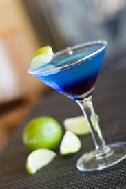 martini gin cocktail con blue curacao gin e triple sec angelo azzurro in