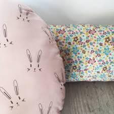 coussins design pour canape coussin design pour canape concernant coussin rond lapins pour