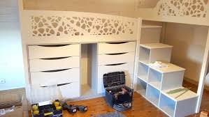 agencement d une chambre création agencement chambre d enfant avec trois couchages et bureau