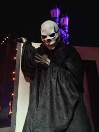 halloween horror nights with annual pass universal orlando halloween horror nights 27 survival guide