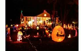 halloween decorated houses 2014