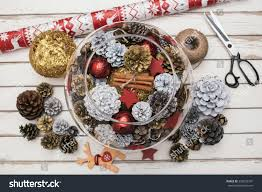 christmas table decorations with pine cones eco friendly holiday