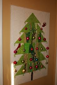 quilted christmas buzzing and bumbling quilted christmas tree wall hanging