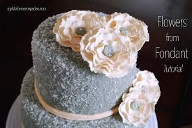 how to make flowers from fondant