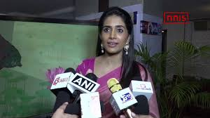 Breast Cancer Flags Sonali Kulkarni Flags Of Art Exhibition On Breast Cancer Youtube